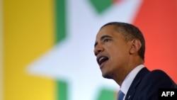 ABŞ-nyň prezidenti Barak Obama Ýangon uniwersitetinde çykyş edýär. Ýangon, 19-njy noýabr, 2012 ý.