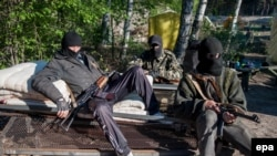 Пророссийские сепаратисты на блокпосту под Красным Лиманом.