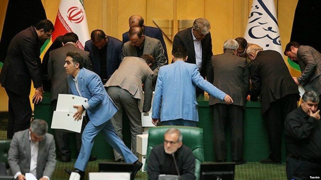اعتراضات آبان ماه و درگیری ایران و آمریکا باعث شده انتخابات مجلس و به تبع آن رد صلاحیتها در فضای سیاسی چندان مطرح نشود