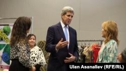 Джон Керри на открытии нового здания посольства США в Кыргызстане. Бишкек, 31 октября 2015 года.