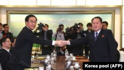 Главы делегаций КНДР и Южной Кореи на переговорах 9 января 2018 года