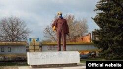 Пам'ятник Леніну у Станиці Луганській, який був повалений в ніч на 17 квітня 2015 року