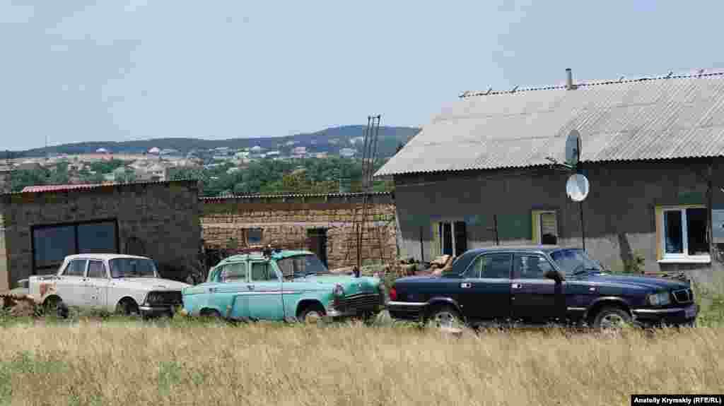 Советский автопром на сельском подворье