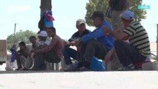 Дом для поденных рабочих, которые мерзнут на рынках труда в Таджикистане