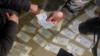Помеченные банкноты, Бишкек. 22 февраля 2021 г. (фото ГКНБ)