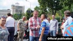 Скопје- претседателот на ВМРО-ДПМНЕ Христијан Мицкоски на третиот ден од блокадите на раскрсници поради незадоволството од односот на власта кон разговорите со Бугарија,10.06.2021