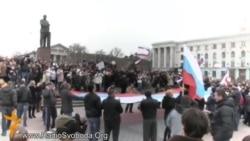 Simferopol: Lenin. Pistoale automate. Drapele ruseşti