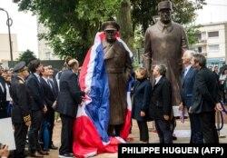 پردهبرداری از مجسمه یادبود دوگل و چرچیل در کاله فرانسه در ژوئن ۲۰۱۷
