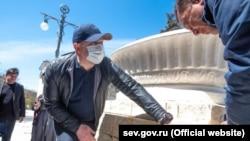 Вадим Погодин и Михаил Развожаев в аннексированном Севастополе, 25 апреля 2020 года