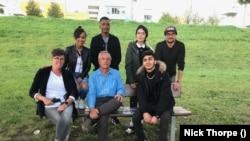 A BBC kelet-közép-európai tudósítója menekültekkel interjúzott 2020-ban Ravensburgban. Szerinte Magyarországot soha nem támadta senki, a kormány tíz éve árnyékharcol