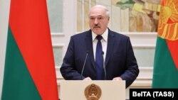 Олександр Лукашенко наразі продовжує діяти в Білорусі як її керівник