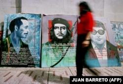 تصاویر از کارلوس (شغال)، چه گوارا، و داگلاس براوو در خیابانی در کاراکاس