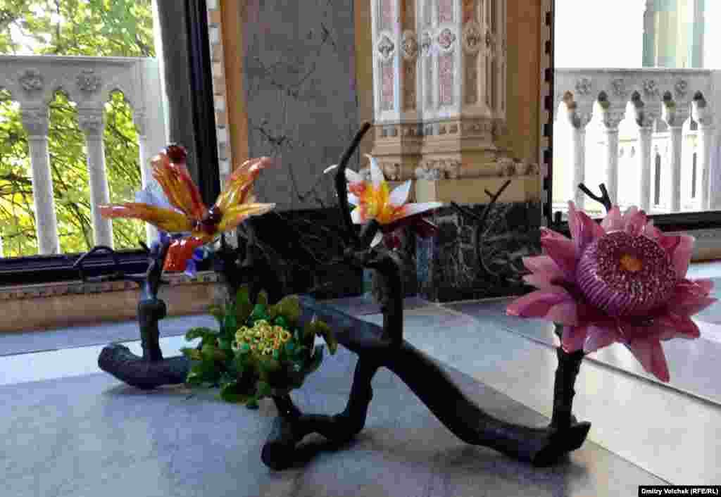 Скульптура Люси и Хорхе Орта на выставке Glasstress