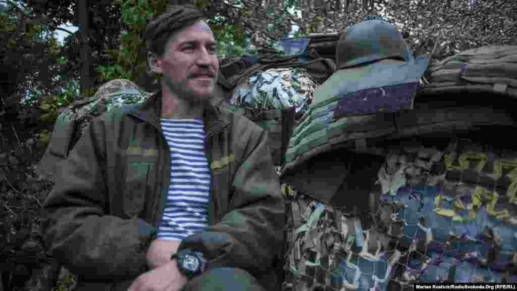 Військовослужбовець із позивним «Дзідзьо». Інколи, каже, вмикає проросійським бойовикам гімн України або ж композиції шоу-мена «Дзідзьо»