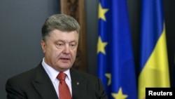 Ukrainanyň prezident Petro Poroşenko ÝB-niň resmileri bilen duşuşygynyň yzýany, 27-nji aprel, 2015.