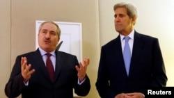 سویټزرلېنډ: د امریکا بهرنیو چارو وزیر جان کېري له خپل اردني سیاسل نصر یودا سره ولیدل