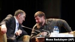Глава Ингушетии Юнус-Бек Евкуров (слева) и глава Чечни Рамзан Кадыров.