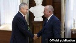 Rusiyanın müdafiə naziri Sergey Shoygu və Ermənistanın müdafiəı naziri Arshak KArapetian