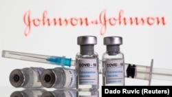 Ампулы с вакциной Johnson & Johnson. Иллюстративное фото.