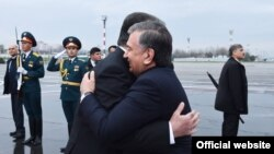Президенты Узбекистана и Таджикистана Шавкат Мирзияев и Эмомали Рахмон. Душанбе, 9 марта 2018 года.