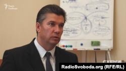 Державний секретар Міністерства культури Ростислав Карандєєв каже, що картини до урядових кабінетів передають, аби аби створювати певну атмосферу естетики