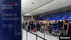 Ljudi na aerodromu Gatwick, fotoarhiv