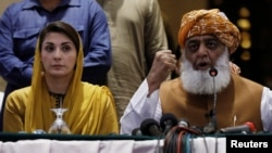 Pakistan Democratic Movement leader Maulana Fazlur Rehman along with Maryam Nawaz, the leader of Pakistan Muslim League Nawaz (PML-N) in a news conference in Karachi in Otocber 2020.