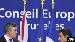 EU leaders backed a fresh call by British Prime Minister Gordon Brown (left), supported by French President Nicolas Sarkozy, to examine the idea of a global financial tax.