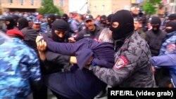 Erevan: Sasun Mikelian reținut de poliție, 22 aprilie 2018