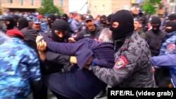 Арест оппозиционного депутата Сасуна Микаеляна.
