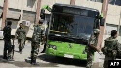 Солдаты на улицах сирийского города Дума