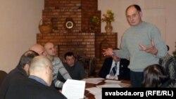Пётар Іваноў прамаўляе на арганізацыйным сходзе