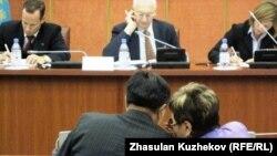 Мәжіліс отырысы. Астана, 14 желтоқсан 2010 жыл. (Көрнекі сурет)