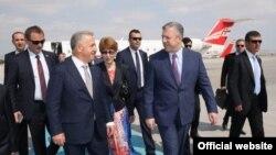 Делегацию Грузии в аэропорту встретил министр транспорта и коммуникаций Турции Ахмат Арслан, который курирует с турецкой стороны процесс строительства железной дороги Баку-Тбилиси-Карс
