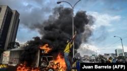 Антиправительственные выступления в Венесуэле. Каракас, 27 мая 2017 года.