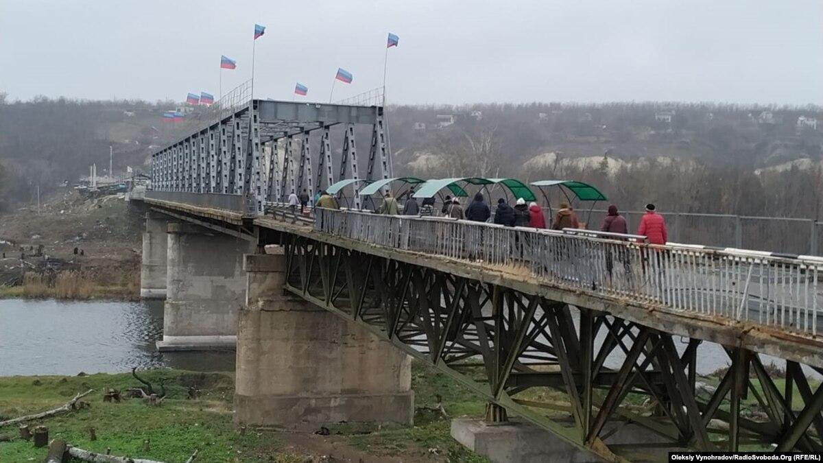 Флаги боевиков надо убрать в ближайшее время – Зеленский в Станице Луганской