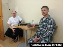 Эдуард Неделяев (слева) и Сергей Радулов (справа) в палате в Феофании