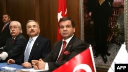 Turkish Energy Minister Hilmi Guler (center) at a January 2009 press conference discussing the Atomstroyexport consortium's bid and the Akkuyu project.