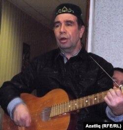 """Вил Латыйпов """"Пар ат""""ны гитарада уйнап башкара"""