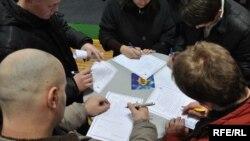 Popunjavanje prijava za posao, foto: Midhat Poturović
