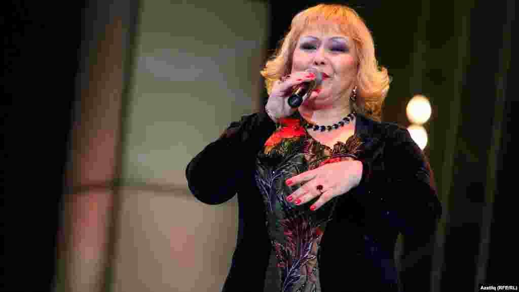 Җырчы Бәширә Насыйрова