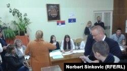 Sa glasanja u Srbiji 24. aprila 2016. Ilustracija.
