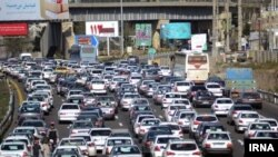 The Iranian capital, Tehran, experienced heavy traffic on the first working day of the year despite the coronavirus crisis. April 4, 2020.