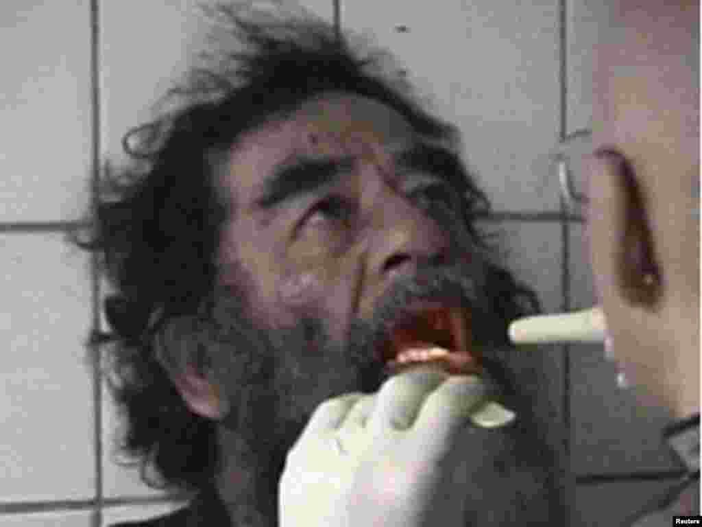 Saddam Hussein yaxalanrkən 14 dekabr 2003
