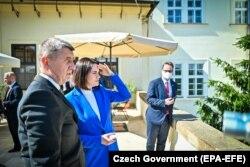 Беларусь оппозициясының лидері Светлана Тихановская 8 маусым күні сондай-ақ Чехия премьер-министрі Андрей Бабишпен де кездесті. Прага, 8 маусым 2021 жыл.