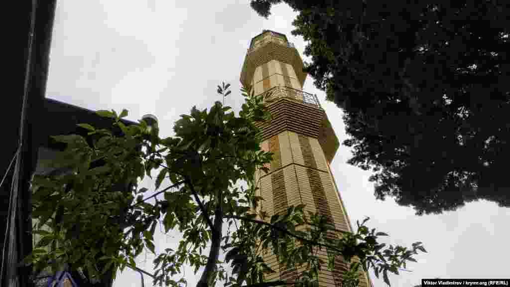 Мечеть Джума-Джами, или Пятничная мечеть в Симеизе существует уже 106 лет.Согласно историческим данным, минарет мечети начали строить позже, чем основное здание. Его не успели завершить из-за начала Первой мировой войны