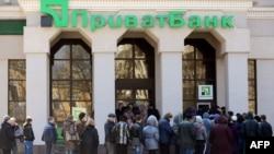 Черга до відділення «Приватбанку» в Сімферополі, 18 березня 2014 року
