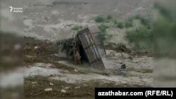 В середине августа несколько районов Ахалской и Балканской областей Туркменистана пострадали от сели