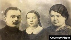 Бабушка и дедушка Лииви с ее мамой