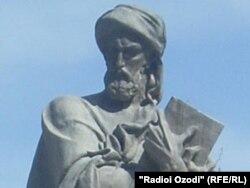 Статуя Ибн Сины в Душанбе